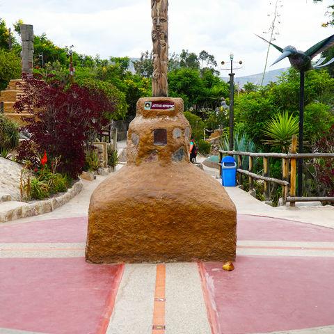 Einmal auf der Äquatorlinie entlanglaufen? Im Museum Intiñan möglich!, Quito, Ecuador
