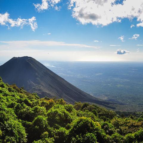 Leuchtturm des Pazifiks: Izalco Vulkan im Cerro Verde Nationalpark, El Salvador