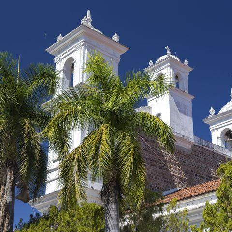 Eine der ältesten religiösen Stätten El Salvadors: die Iglesia Santa Lucia, Suchitoto, El Salvador