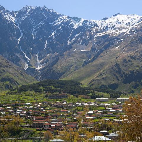 Stepanzminda am Kasbeg-Berg, Georgien