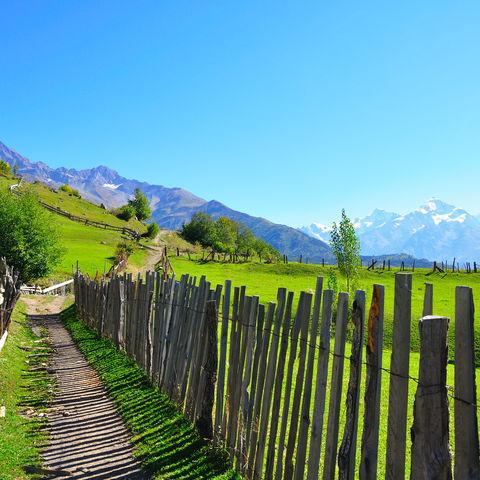 Wanderweg nahe Mestia, Georgien
