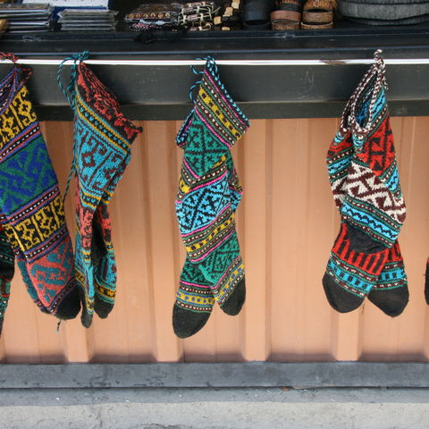 Markt mit traditioneller Mode, Georgien