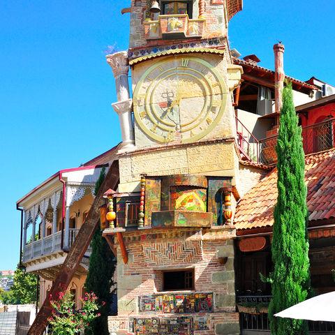 Glockenturm von Rezo Gabriadze mitsamt eines Puppentheaters, Tiflis, Georgien