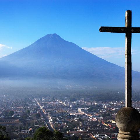 Vom Cerro de la Cruz hat man den besten Blick über Antigua, Guatemala