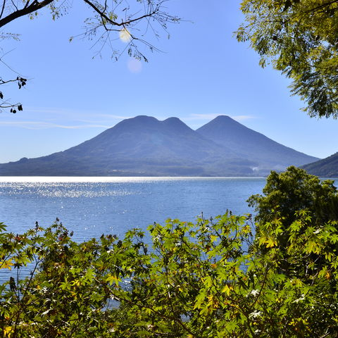 Wenn Sonnenstrahlen auf den Atitlán See treffen, entsteht Magie pur..., Guatemala