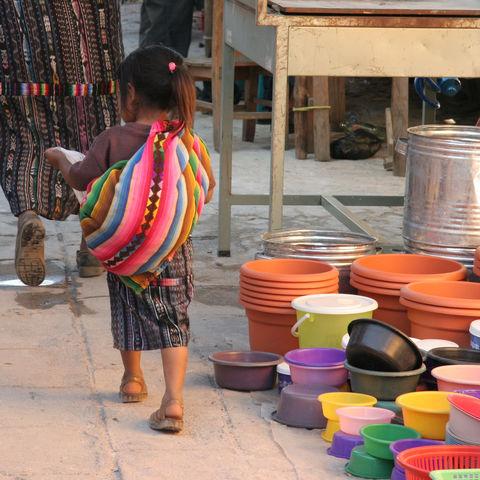 Kind auf dem Chichicastenango-Markt, Guatemala