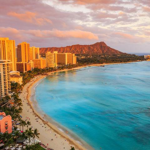 Abendstimmung: Waikiki Beach vor Honolulu mit Blick auf den Diamond Head, Hawaii