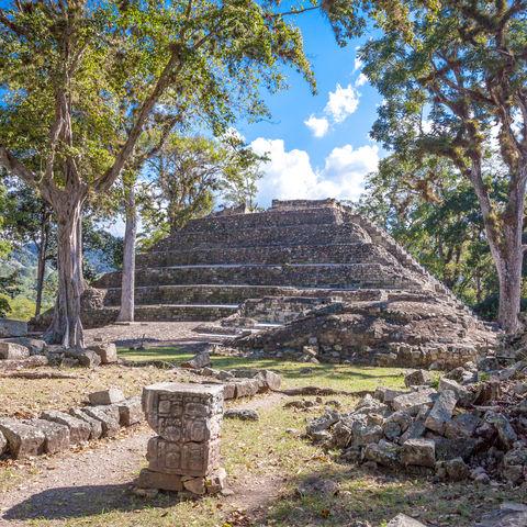 Blick frei auf eine Maya Pyramide der Copán-Anlage, Copán, Honduras