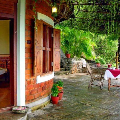 Schöne Terrasse des Somatheeram Ayurvedic Health Resorts, Indien