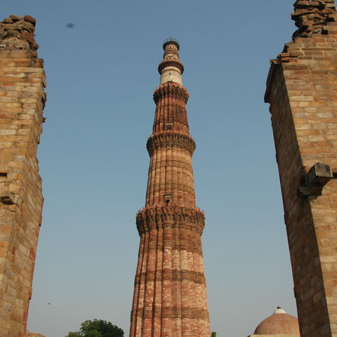 Beeindruckender Qutb Minar in Delhi, Indien