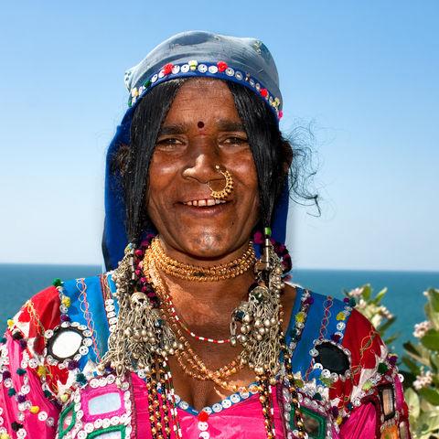 Eine Frau mit raditionellem Kleidungsstil, Indien