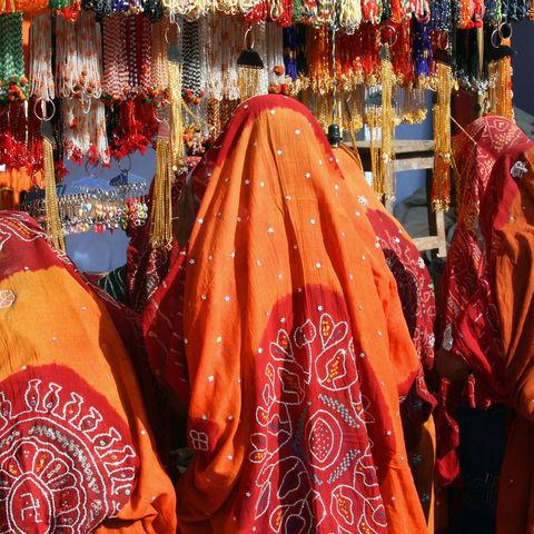 Frauen auf einem Markt, Indien