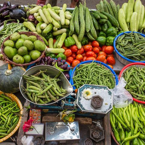Frisches Gemüse auf dem Markt, Indien