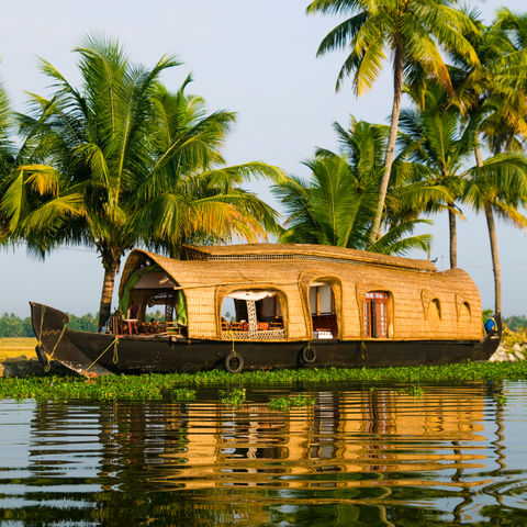 Hausboot in den Backwaters in Allepey, Kerala, Indien