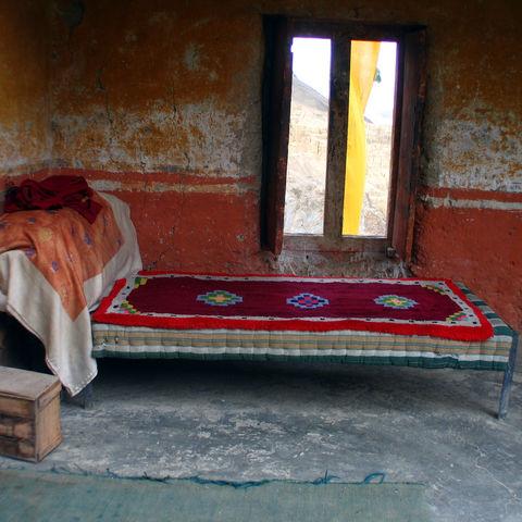 Typisches Bett im Lamayuru Kloster, Indien