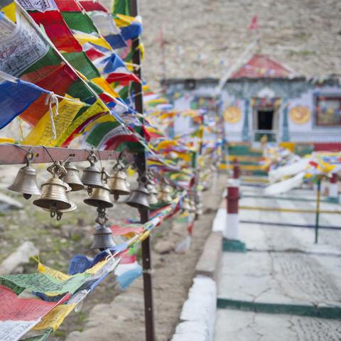 Gebetsfahnen in der Nähe von Leh, Indien