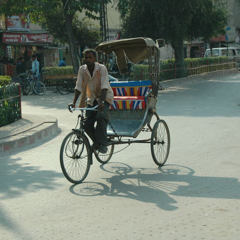 Rikscha auf öffentlicher Straße, Indien
