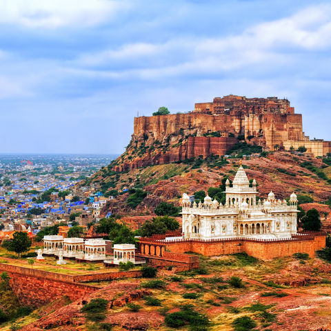 Panorama Blaue Stadt Jodhpur mit Mehrangharh Fort und Jaswant Thada Mausoleum, Rajasthan © Xantana, Dreamstime.com