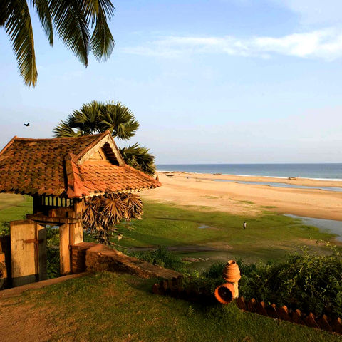 Blick auf den Sandstrand des Resorts, Indien