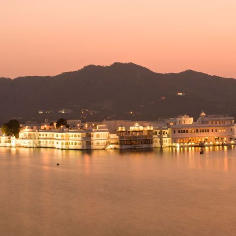 Lake Palace beim Sonnenuntergang in Udaipur, Indien