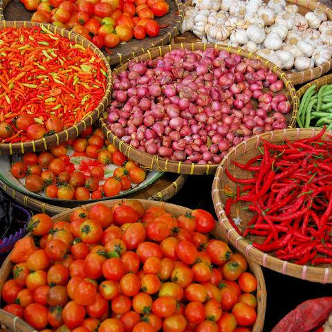 Gemüse auf balinesischem Straßenmarkt, Indonesien