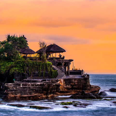 Hindu-Tempel Tanah Lot bei Sonnenuntergang, Indonesien