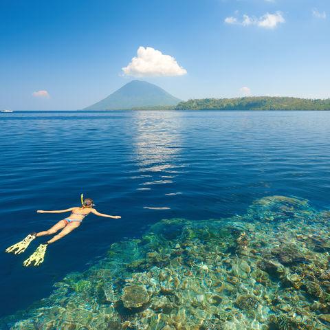 Schnorchelnde Frau, Indonesien