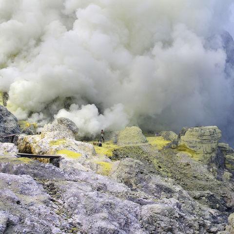 Schwefelsee am Ijen-Vulkan au Java, Indonesien