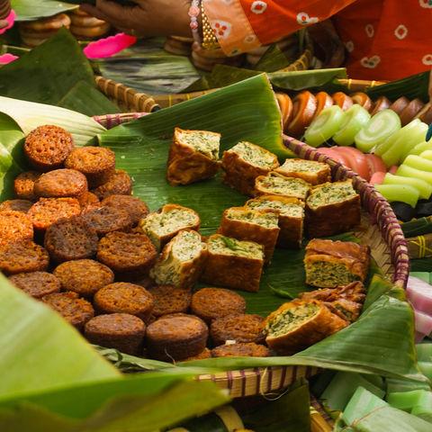 Martabak im Bananenblatt in Zentral-Java, Java, Indonesien