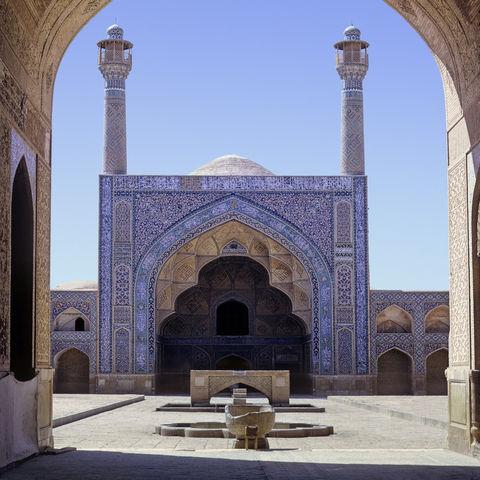 Strahlend blauer Himmel über der Isfahan-Moschee, Iran