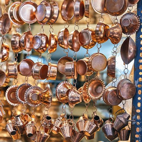 Kupfergeräte auf dem Markt, Iran
