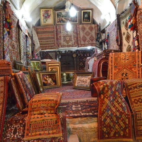 Typischer Teppichladen, Iran