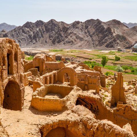 Ruinen der verlassenen Wüstenstadt Kharanaq, Iran