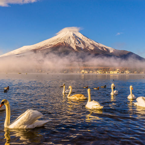 Einer der fünf Fuji-Seen: der Yamanaka See zu Füßen des Fuji-san, Japan