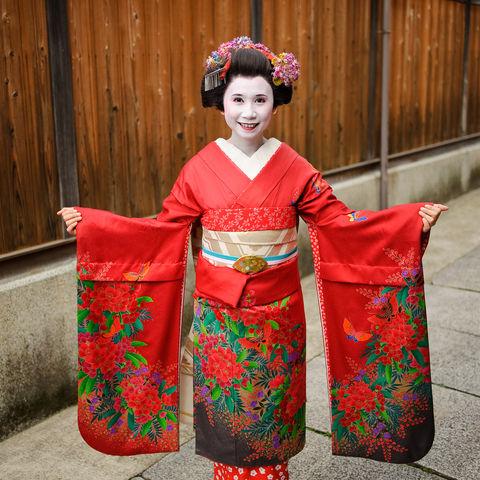 Japanische Frau im Maiko-Kostüm in Kyoto, Japan