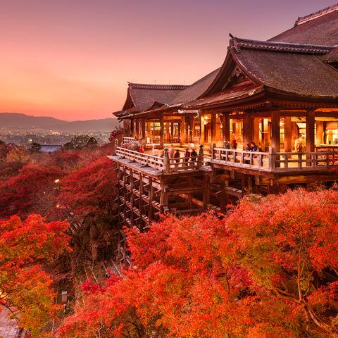 Soll helfen Liebesglück zu finden: der Kiyomizu-dera Tempel in Kyoto, Japan