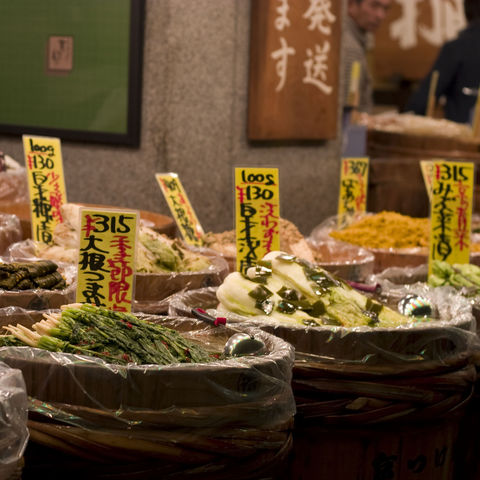 Japanisches Gemüse auf einem Markt in Kyoto, Japan
