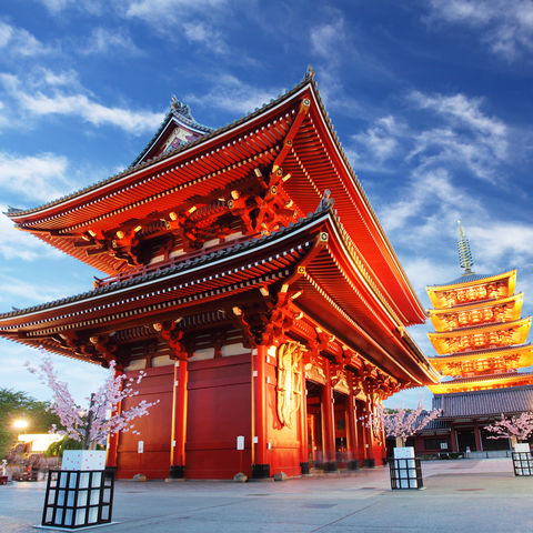 Gehört zu den schönsten Tokios: der Asakusa Tempel bei Dämmerung, Japan