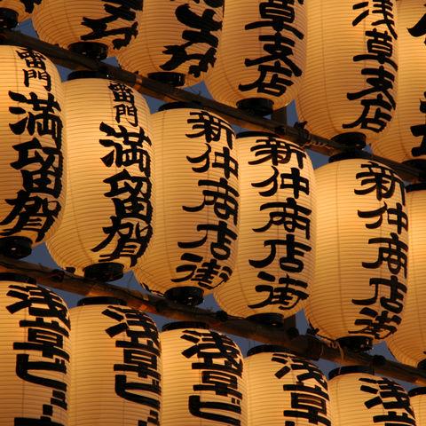 Japanische Laternen in Tokio, Japan