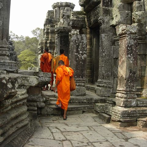 Mönche am Bayon Tempel, Kambodscha