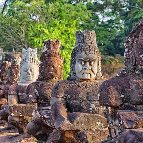 Dämonen-Skulpturen im Tempelkomplex von Angkor Wat, Kambodscha