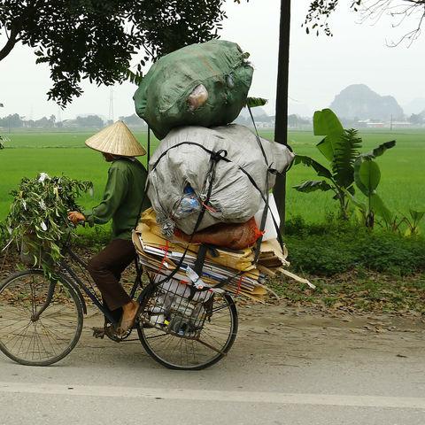 Straßenhändler auf dem Weg zum Markt, Kambodscha
