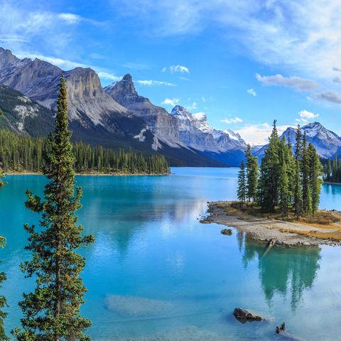 Traumkulisse: die kleine (Halb-)insel Spirit Island auf dem Maligne Lake im Jasper Nationalpark, Alberta, Kanada