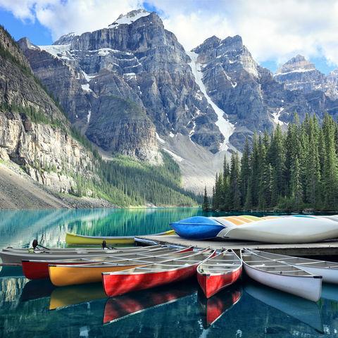 Einmal Kanu fahren nebst gletscherbedeckten Bergen? Moraine Lake, Banff Nationalpark, Rocky Mountains, Kanada