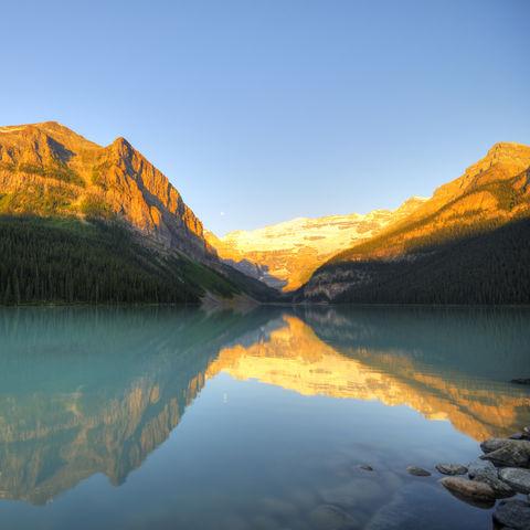 Der Lake Louise im Sonnenlicht, Kanada