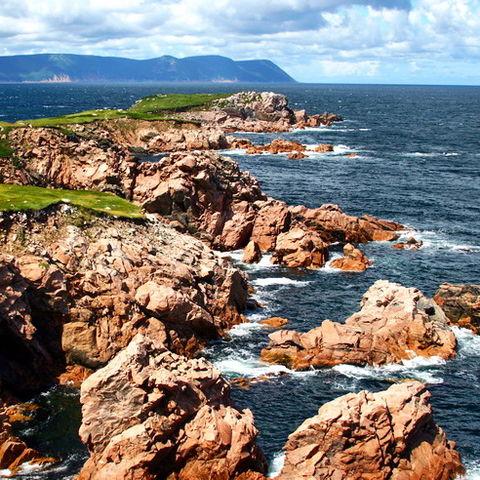 Zerklüftete Küste im Norden von Cape Breton Island, Kanada