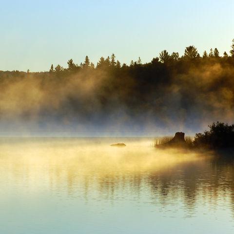 Sonnenaufgang im Algonquin-Park, Kanada