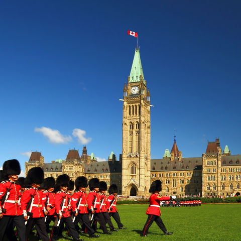 Wachablösung am Parliament Hill in Ottawa, Kanada