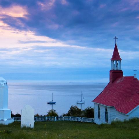 Kirche an der Küste von Tadoussac, Kanada