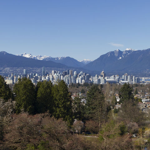 Blick auf Vancouver vor den Bergen, Kanada